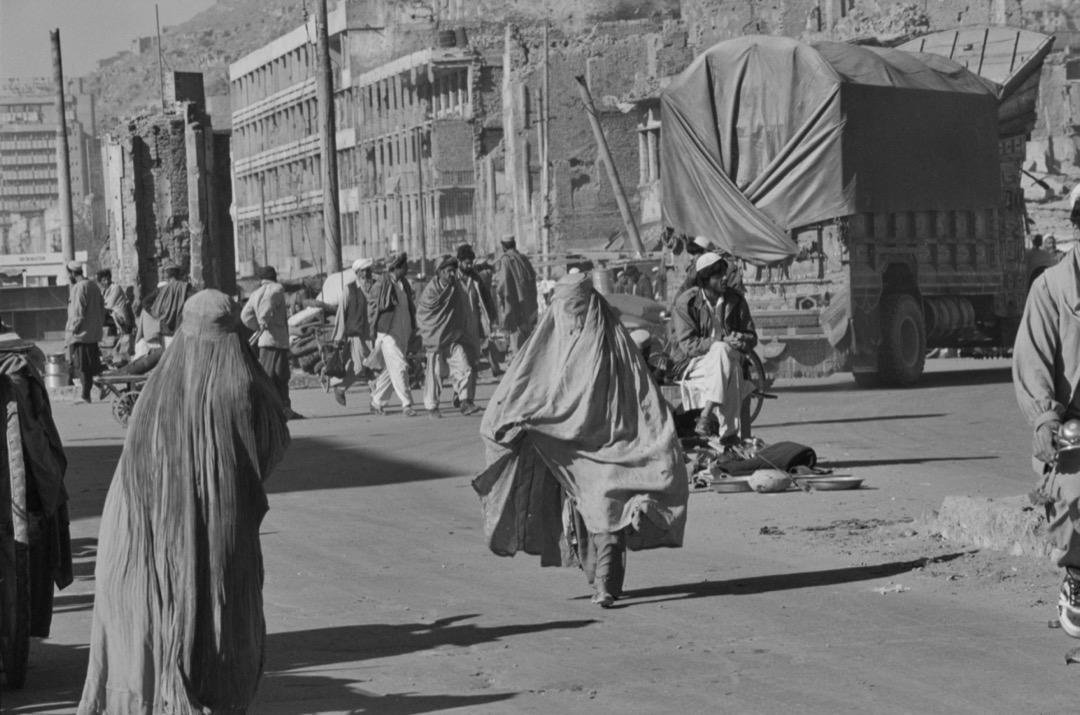 阿富汗街頭滿佈破爛的建築。