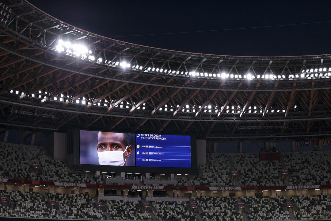 2021年7月31日,埃塞俄比亞選手Selemon Barega在男子10000米賽事中贏得金牌,頒獎一刻在空無一人的場館裏的大電視上直播。