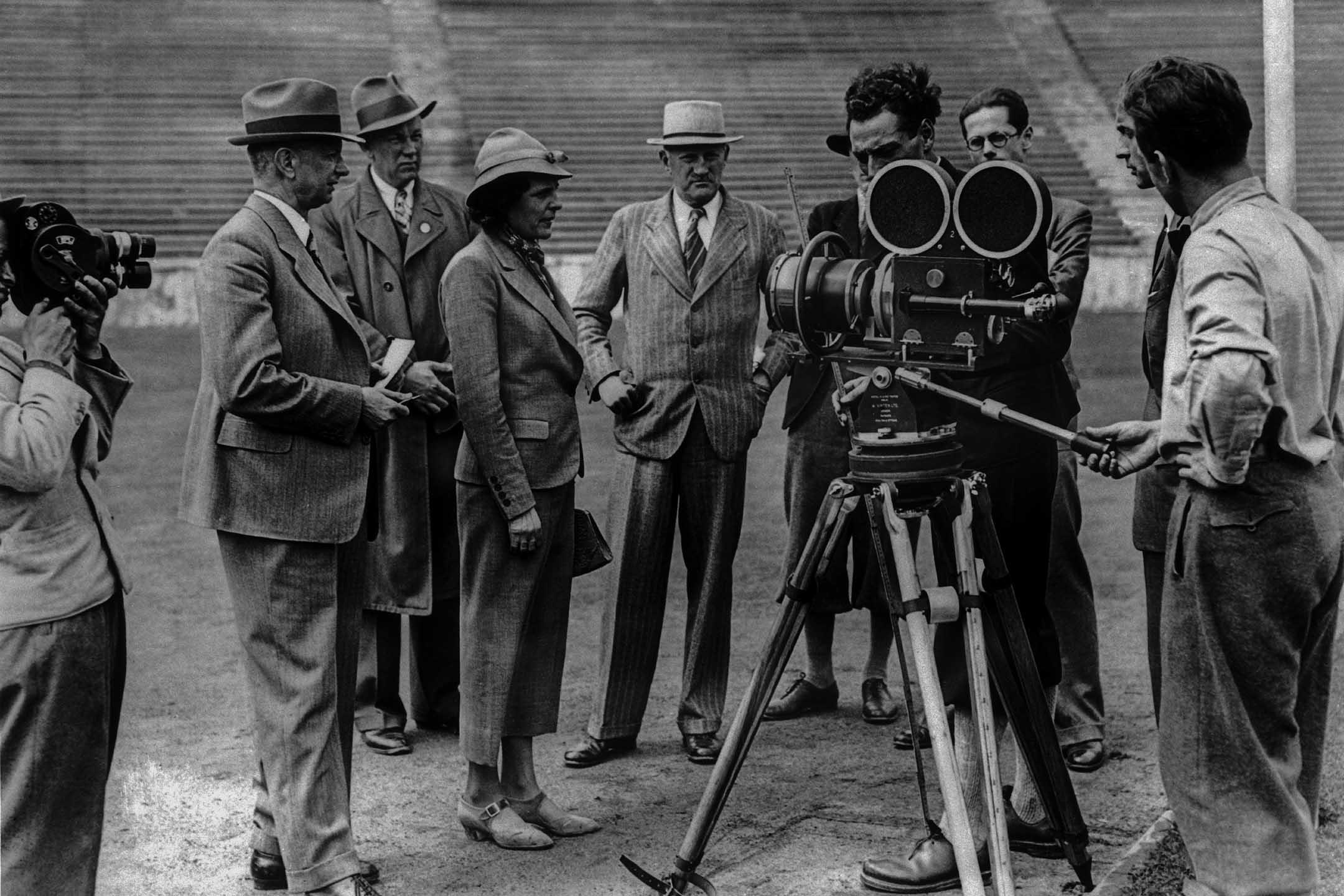 1936年8月1日德國柏林奧運會上,德國女導演萊尼·瑞芬斯在拍攝《奥林匹克》。