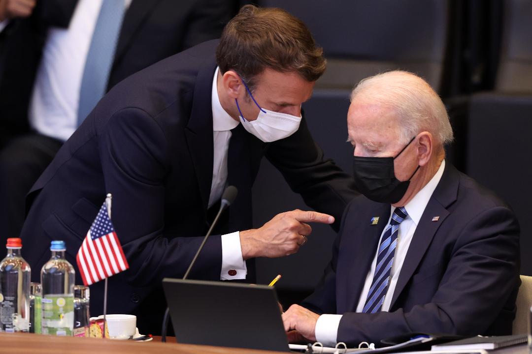 2021年6月14日,布魯塞爾北約總部,馬克龍與拜登會談。 攝:Dursun Aydemir/Getty Images