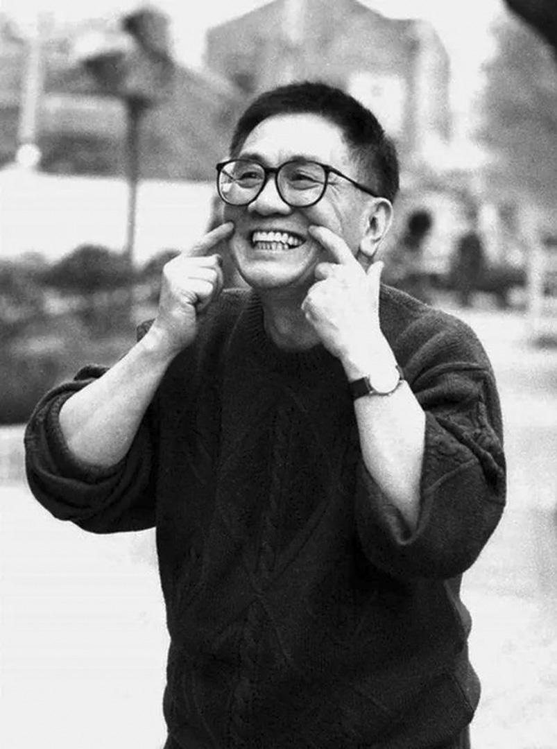 香港著名作曲家、填詞人黃霑,對粵語流行曲的發展有里程碑式的貢獻。