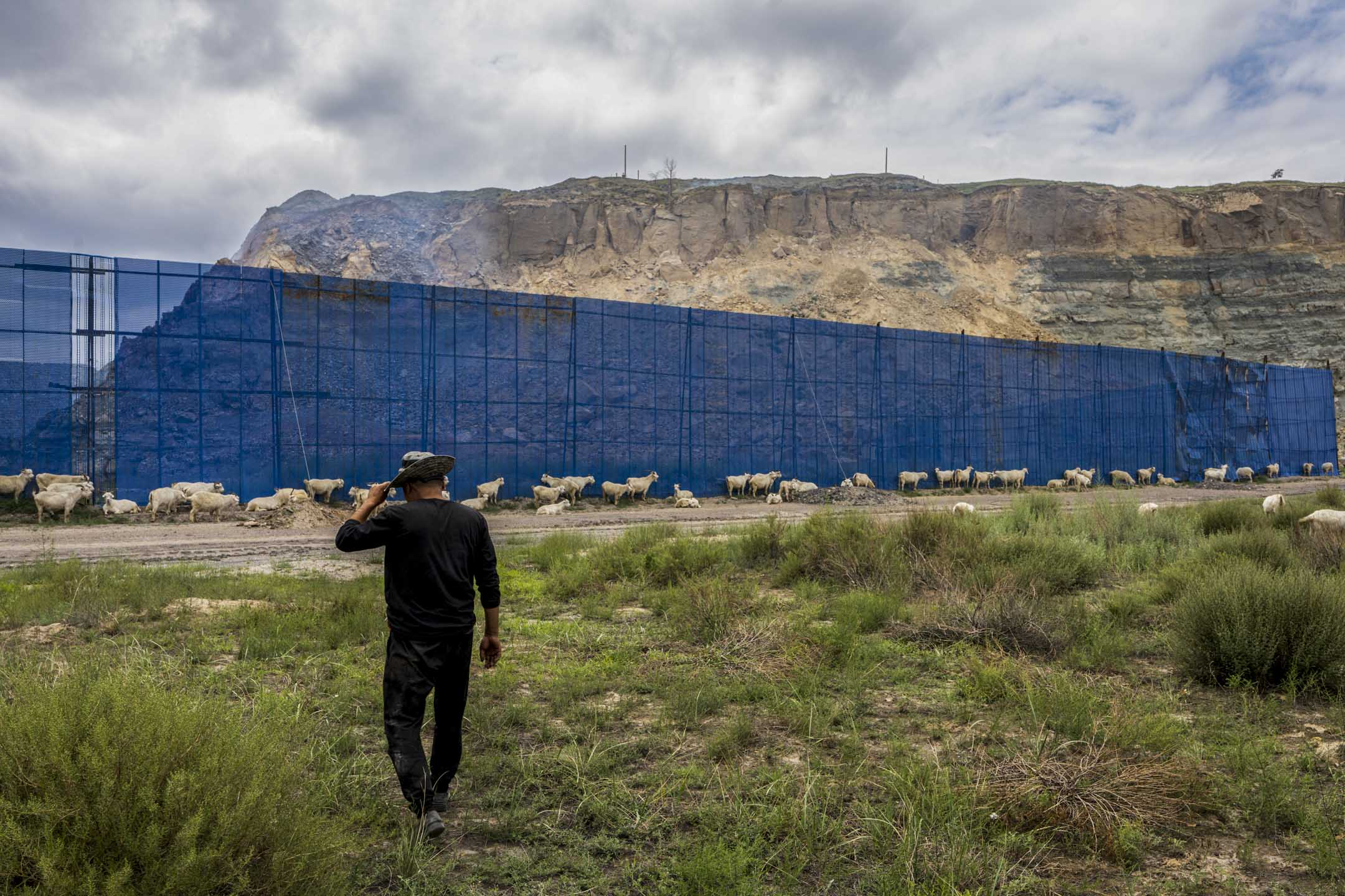 大柳塔煤礦附近的牧民。