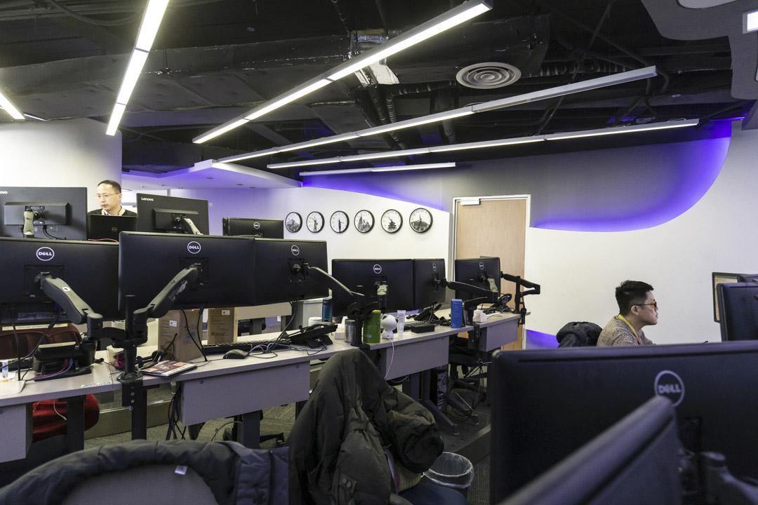 2021年2月4日,上海一間互聯網公司的員工工作環境。