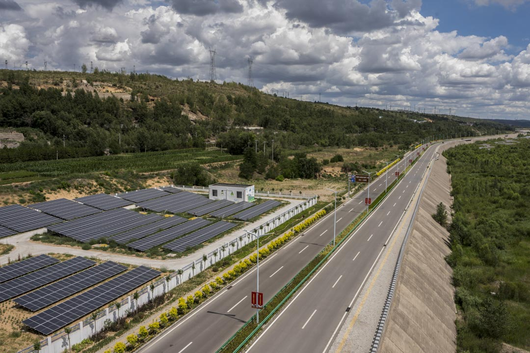 大柳塔鎮的太陽能板區。