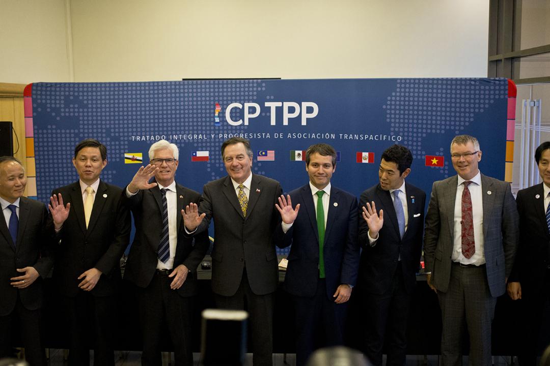 2021年9月22日,台灣正式申請加入《全面與進步跨太平洋夥伴關係協定》(CPTPP)。圖為2019年5月16日,CPTPP 成員國部長在會議後拍攝大合照。 攝:Esteban Felix / AP Photo