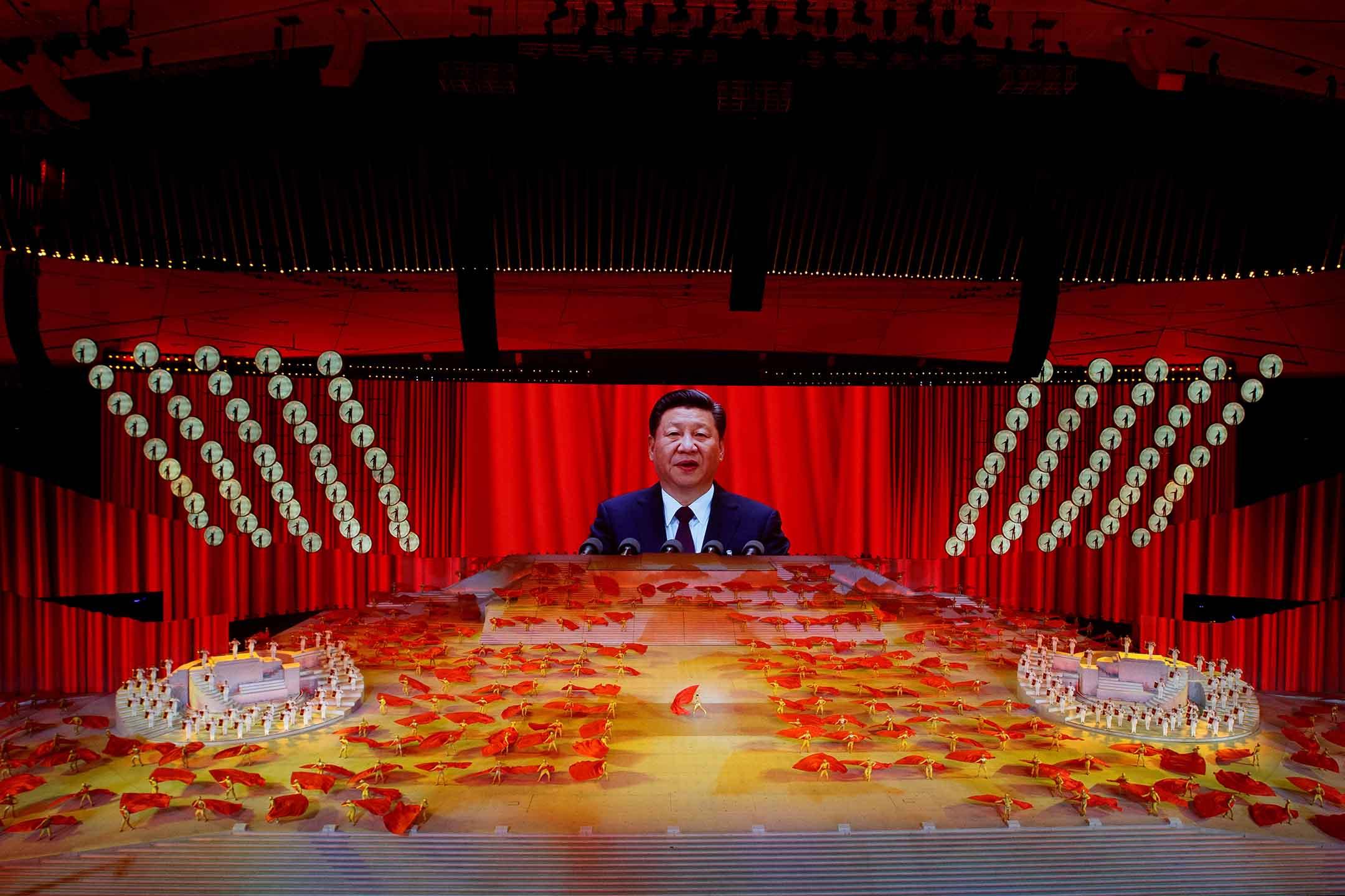 2021年6月28日,中國國家主席習近平在慶祝中國共產黨成立100週年節目的屏幕上。 攝:Thomas Peter/Reuters/達志影像
