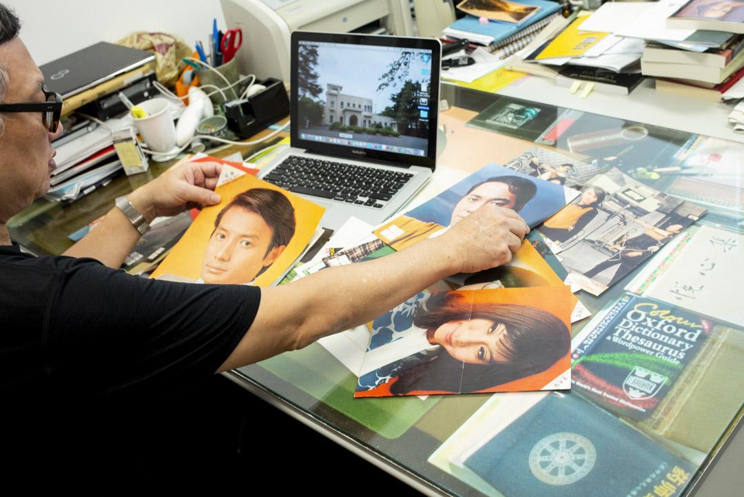 吳俊雄大學辦公室的工作桌檯面,一大塊玻璃,壓著一比一實物複印的黃霑書檯。