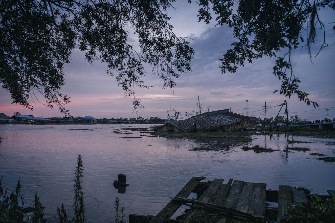 2021年9月1日,美國路易斯安那州城市吉恩拉菲特(Jean Lafitte),一座船庫被颶風艾達所引發的洪水淹沒。