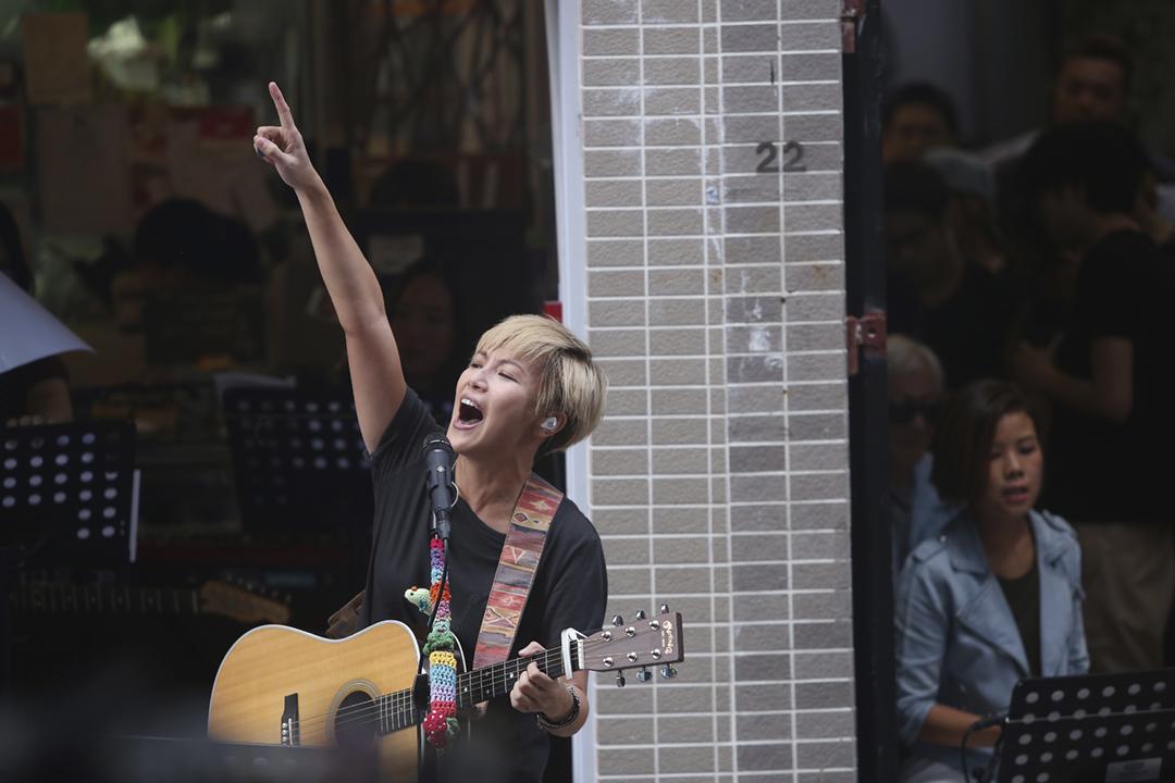 2016年6月19日,何韻詩在上環普慶坊舉行社區音樂會。 攝:Sam Tsang / SCMP via Getty Images