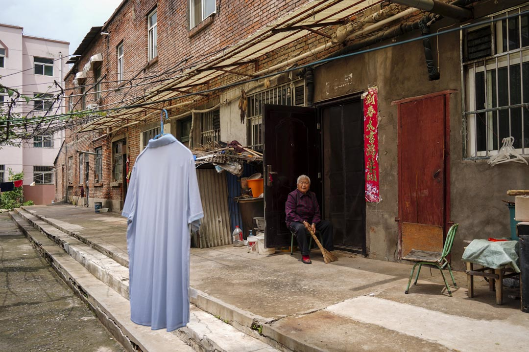 王石凹附近,徐家溝煤礦的老人。