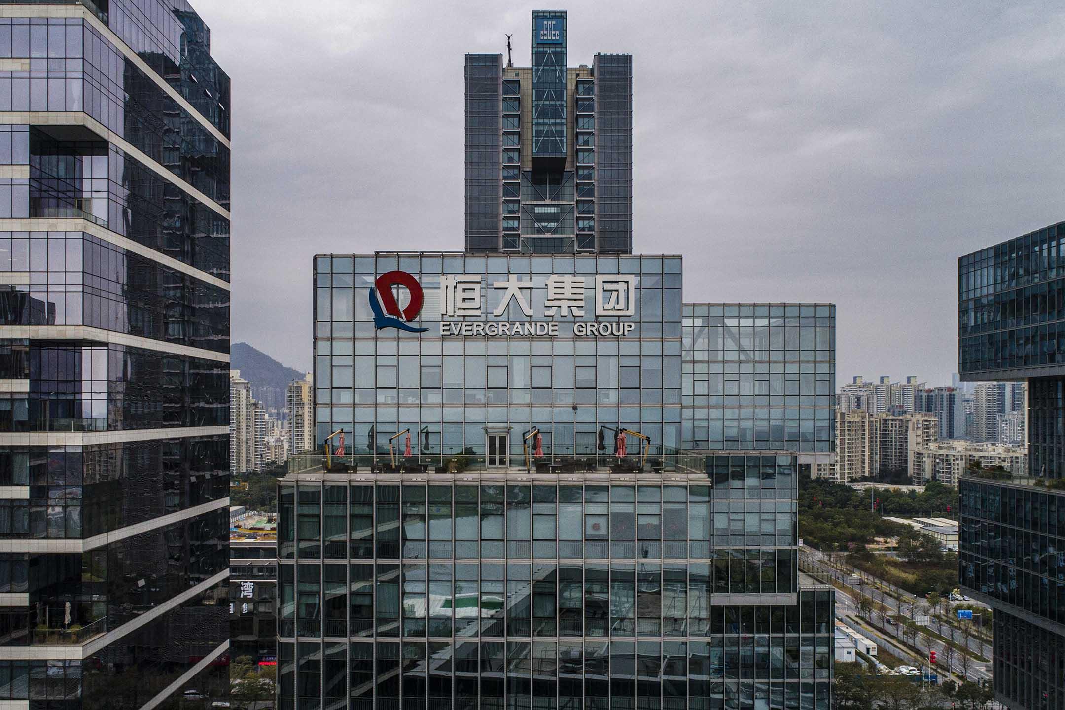 2021年2月9日中國深圳,恆大公司總部外可看到恆大集團的標誌。