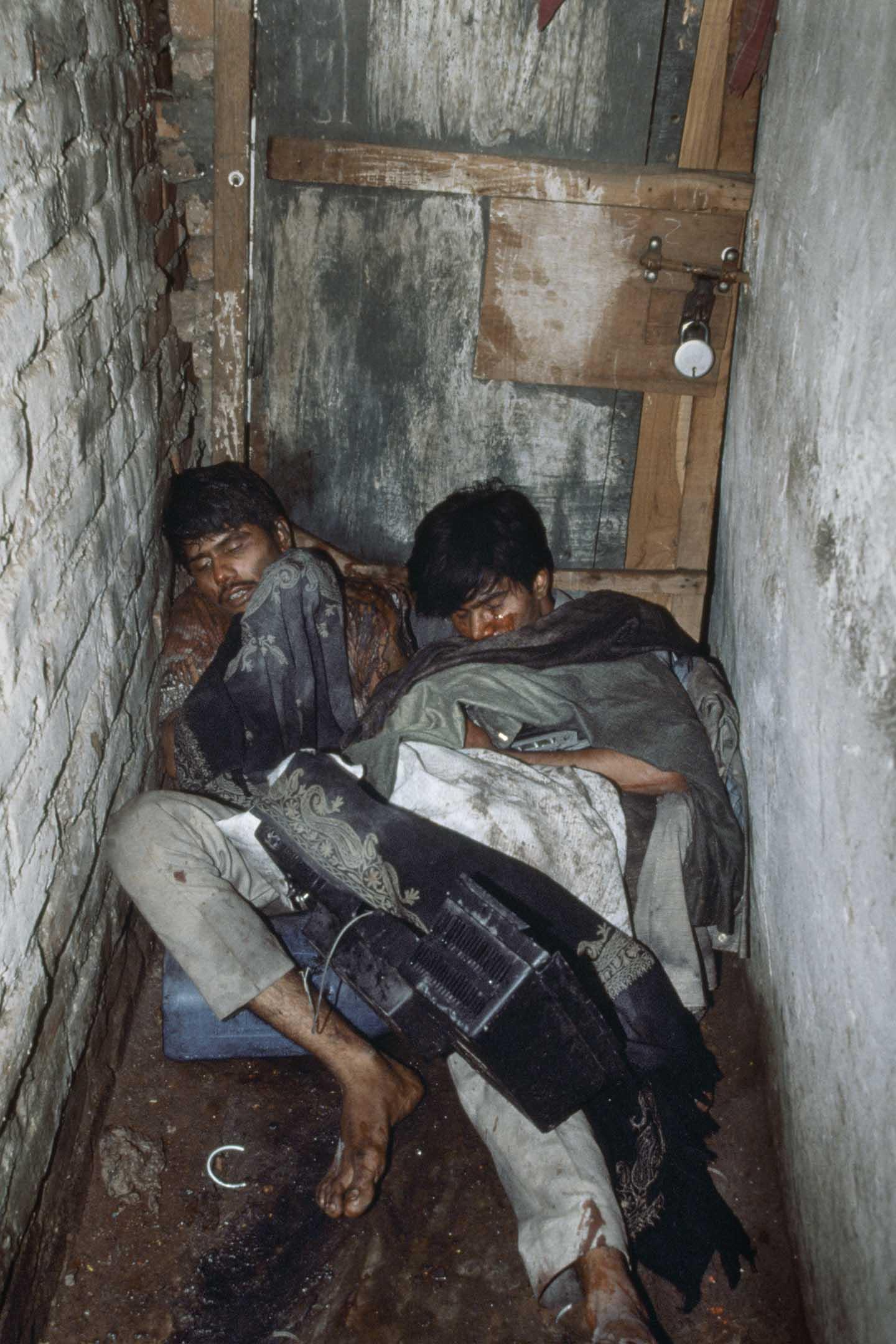 1992年12月12日印度西蘭普爾 ,兩名穆斯林男子被印度教徒襲擊。