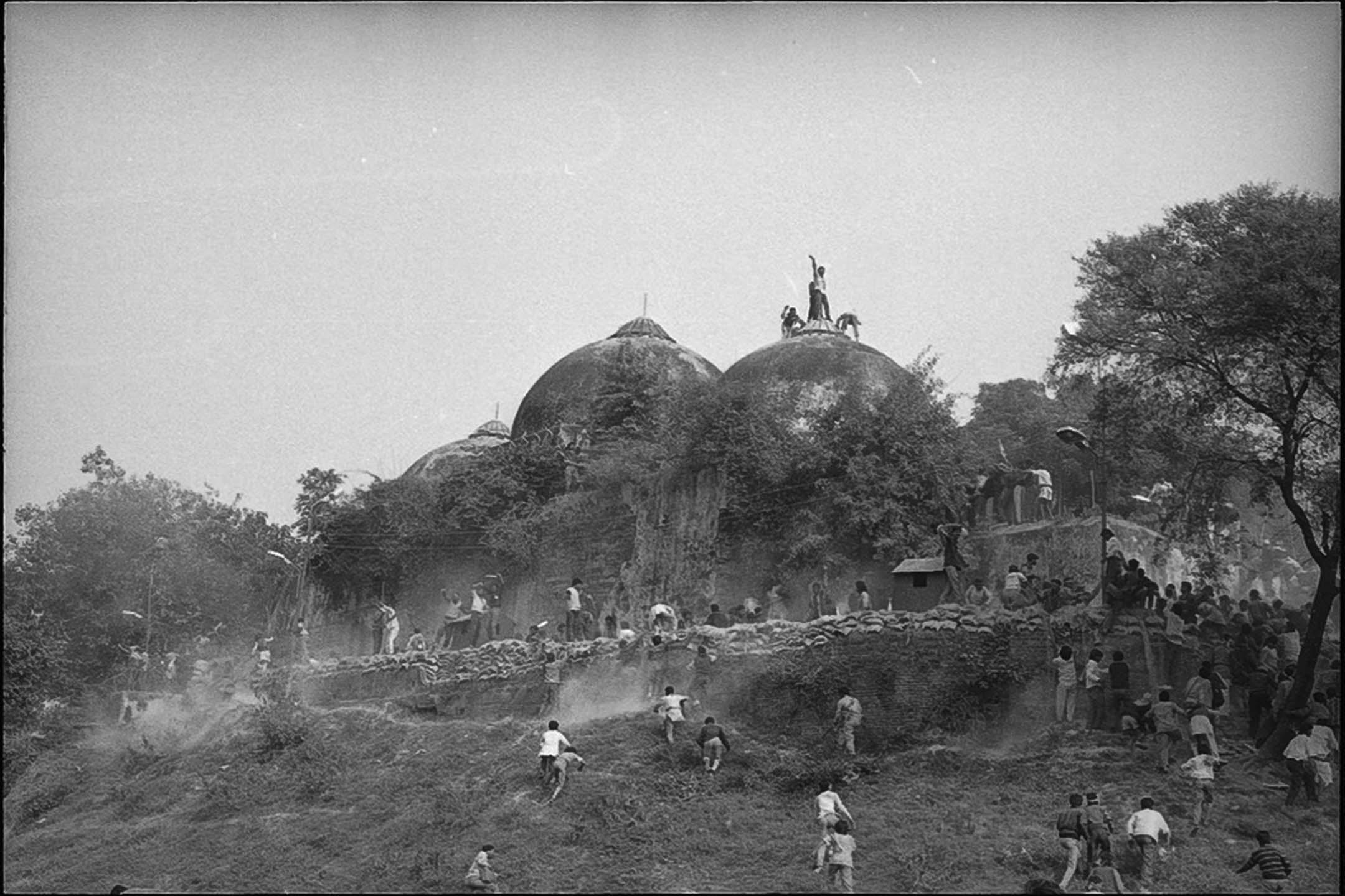 1992年12月6日印度阿約提亞,巴布里清真寺。
