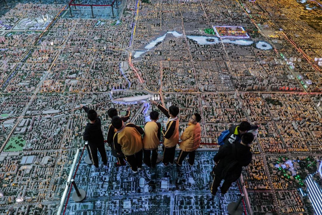 學生參觀北京市規劃展覽館。