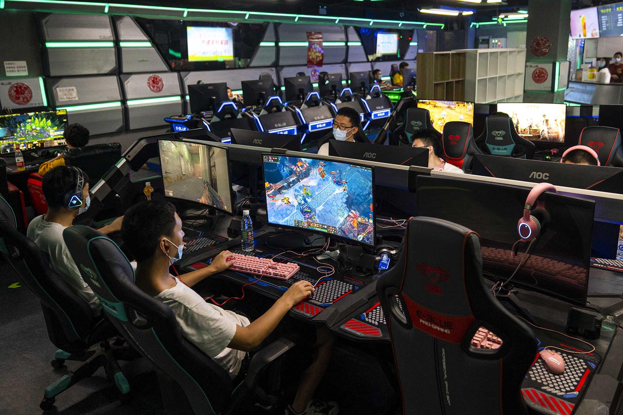 2021年9月11日中國北京,人們在玩線上遊戲。 攝:Andrea Verdelli/Getty Images