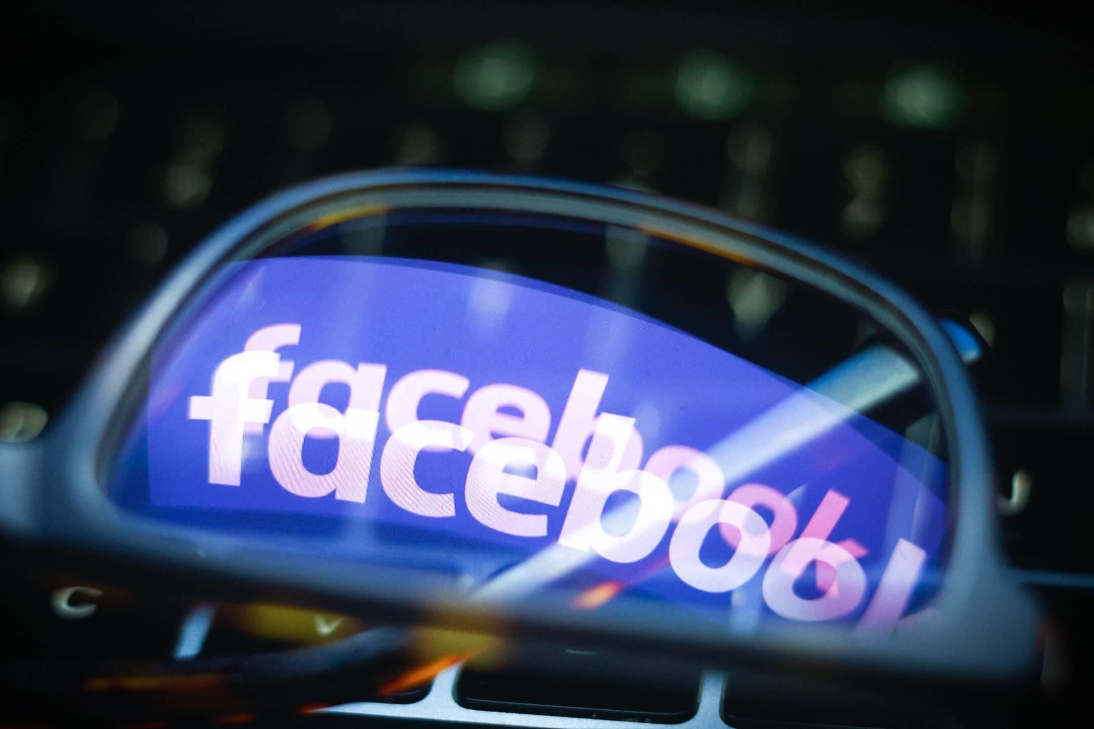 2018年的算法改變影響了Facebook的動態消息這一核心功能,這是一個不斷更新的、個性化的內容流,隨著用戶滾輪螢幕穿插顯示其朋友的家庭照片和新聞文章。 攝:Jaap Arriens/NurPhoto via Getty Images