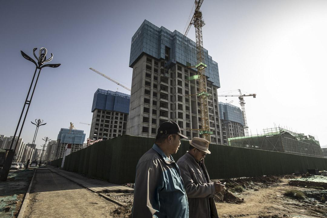 2021年9月28日,青海西寧在建築公地。中國政府已敦促金融機構幫助地方政府穩定房地產市場,並保護一些購房者的權利。