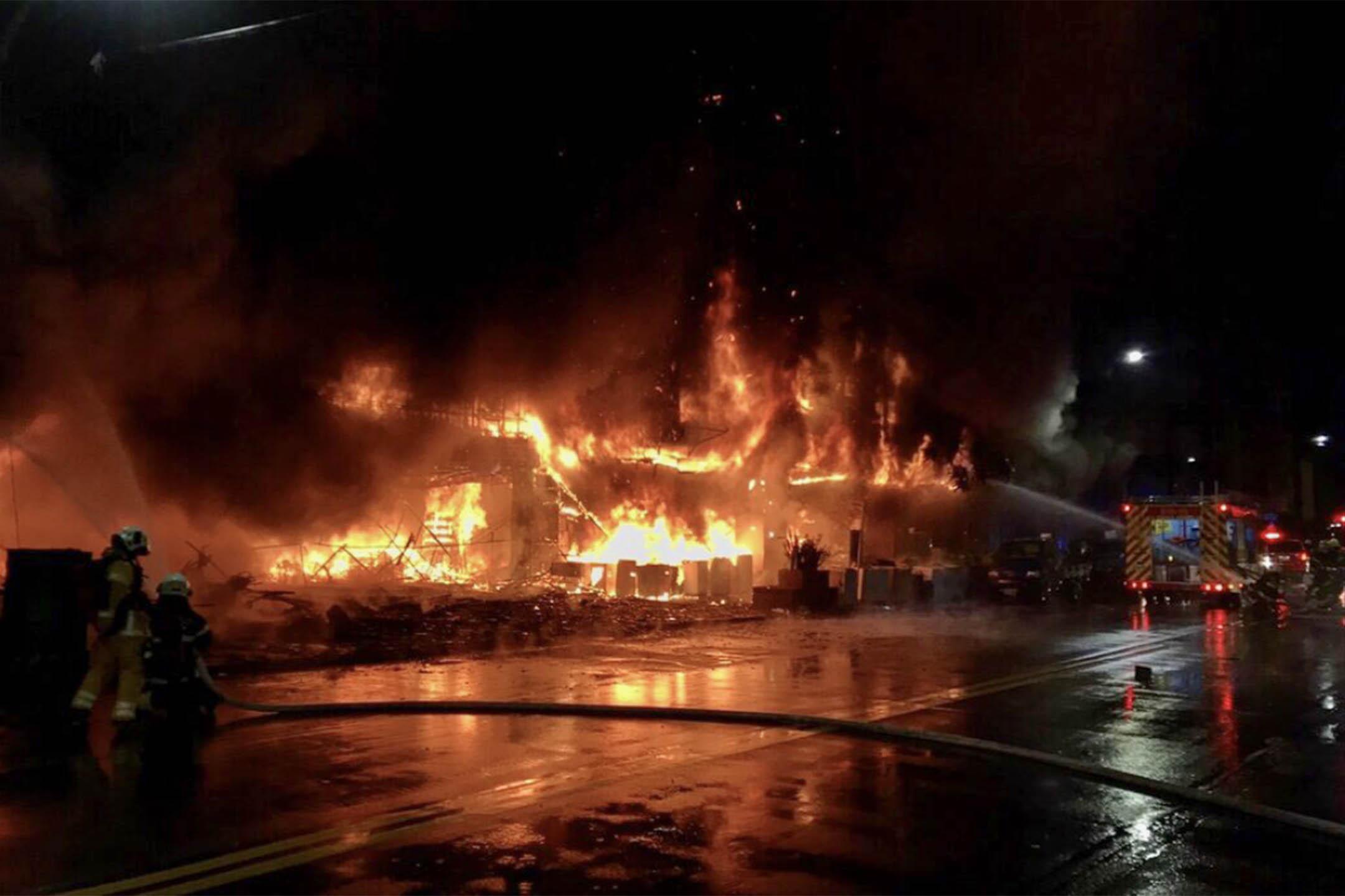 2021年10月14日,台灣高雄鹽埕區「城中城」發生火災。