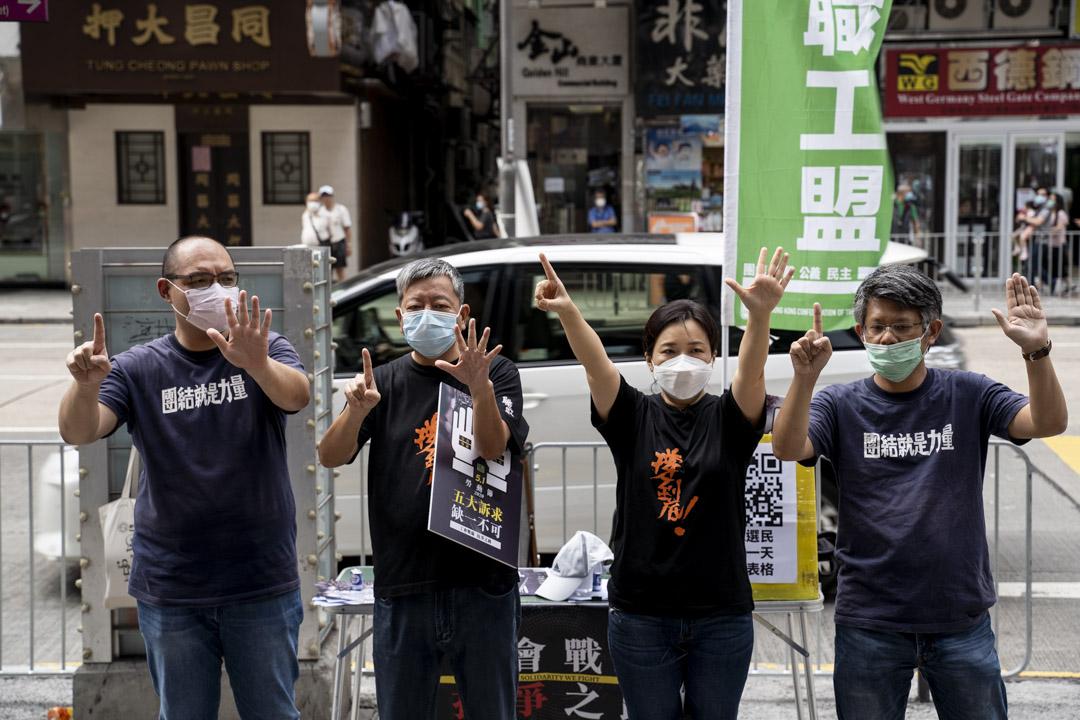 2020年5月1日,職工盟在旺角設街站,王宇來、李卓人、吳敏兒與蒙兆達在現場展示訴求手勢。