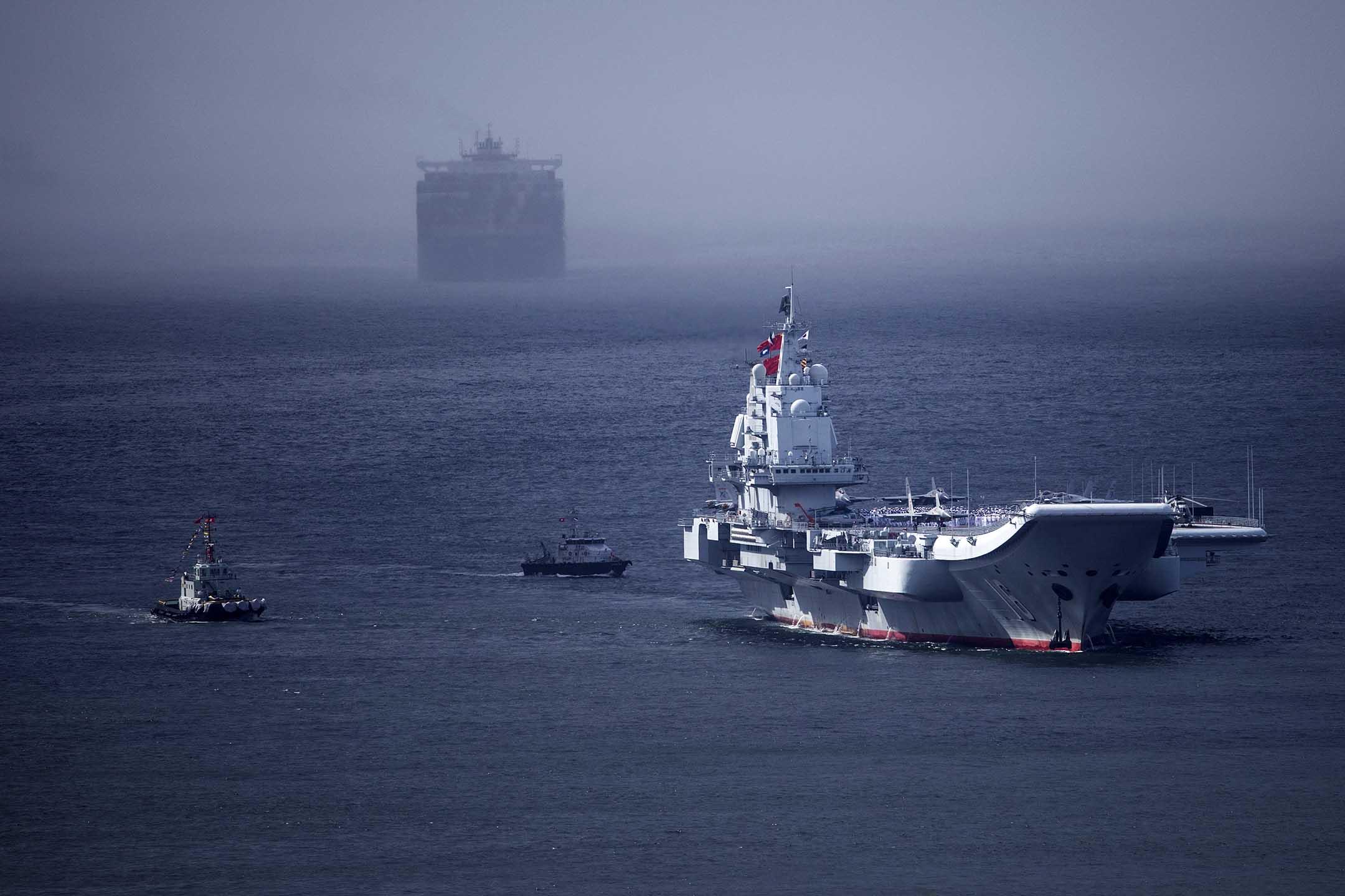 2017年7月7日,中國人民解放軍遼寧號航空母艦駛入香港。