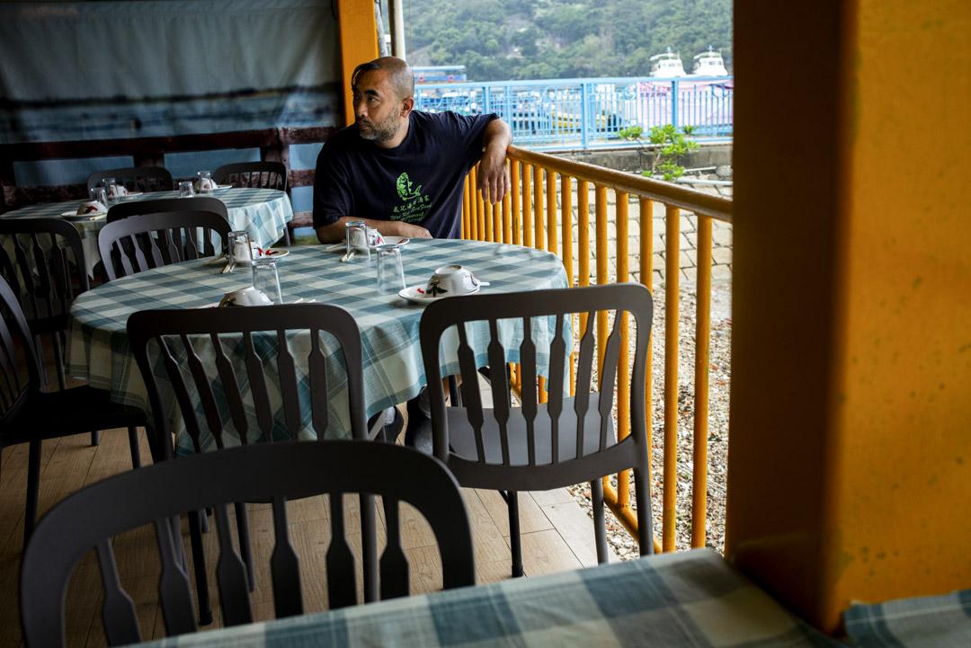 黃明達(阿達)近年與家人一起打理父母退休後留下的威記海鮮酒家。