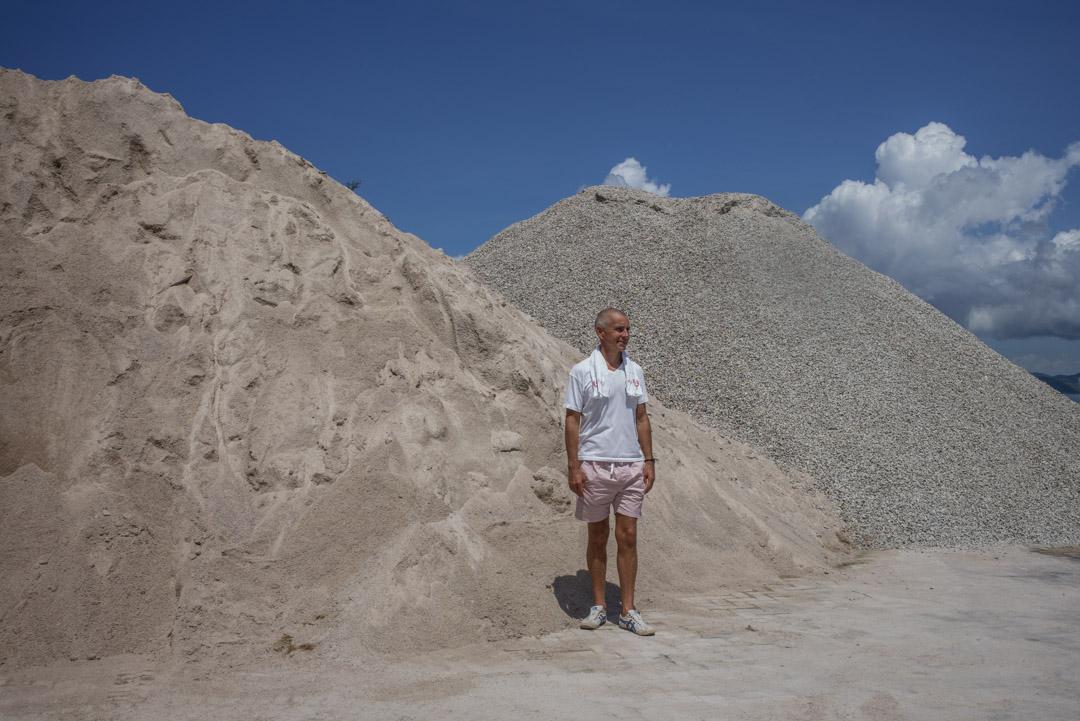 在南丫島住了十多年的 Matthew Chapple 。