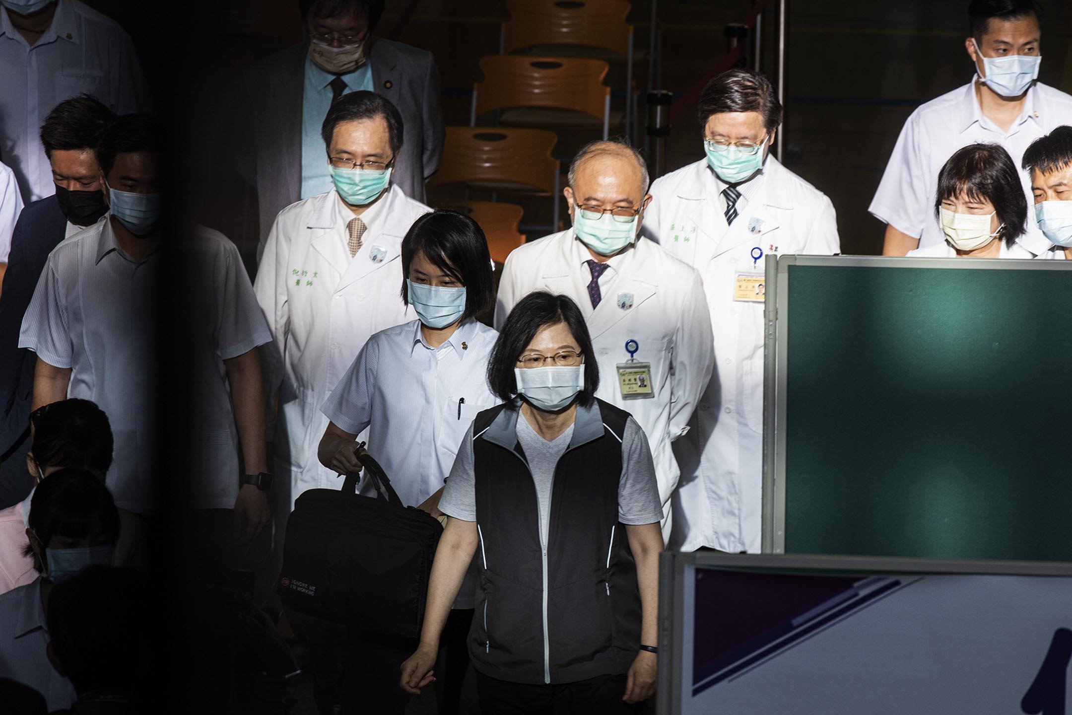 2021年9月30日台北,蔡英文總統到醫院接種疫苗。 攝:陳焯煇/端傳媒