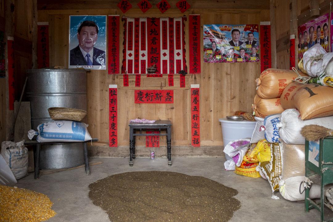2021年5月,一個貴陽農村家的牆上貼上了習近平的肖像。