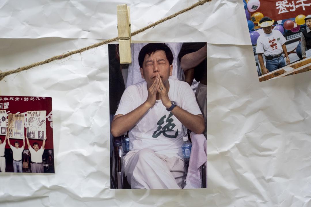 2021年10月3日,會員大會現場掛了一幅照片,是97年李卓人於立法會提出《集體談判權條例》獲通過,但回歸後旋即被董建華廢法,李卓人絕食五天以示抗議。