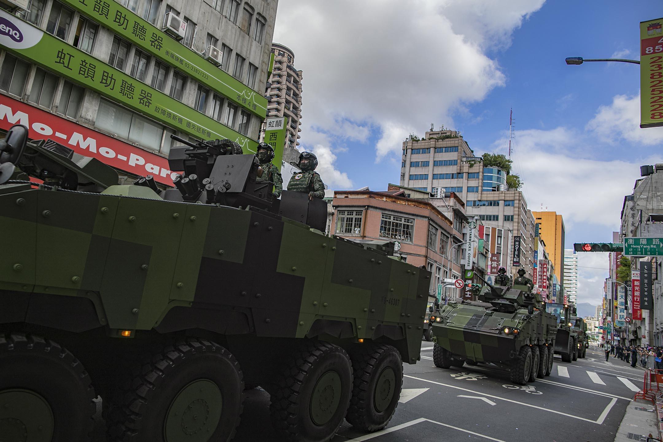 2021年10月10日台北,雙十節國慶大會,軍車在街道行駛。