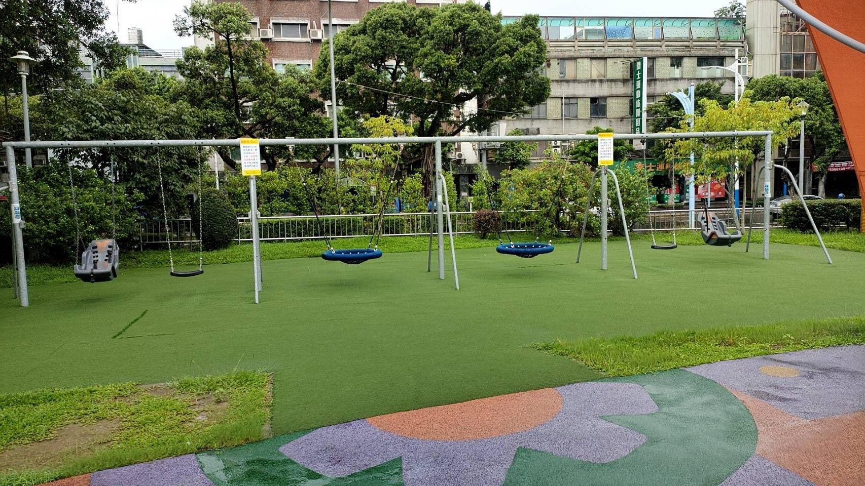 台北市花博公園美術園區的鞦韆。 圖:網上圖片