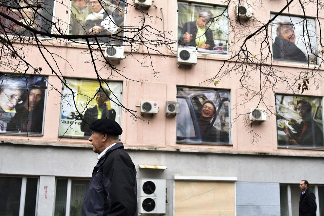 2016年10月7日,《新報》著名記者Anna Politkovskaya於 2006 年被槍殺,十年後, 她的相片貼了在《新報》辦公室的窗戶上作紀念。