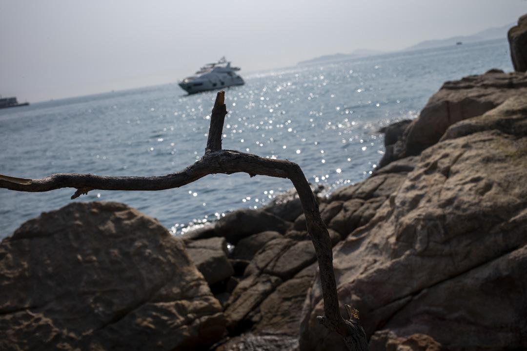 南丫島對出海面上的一架游艇。